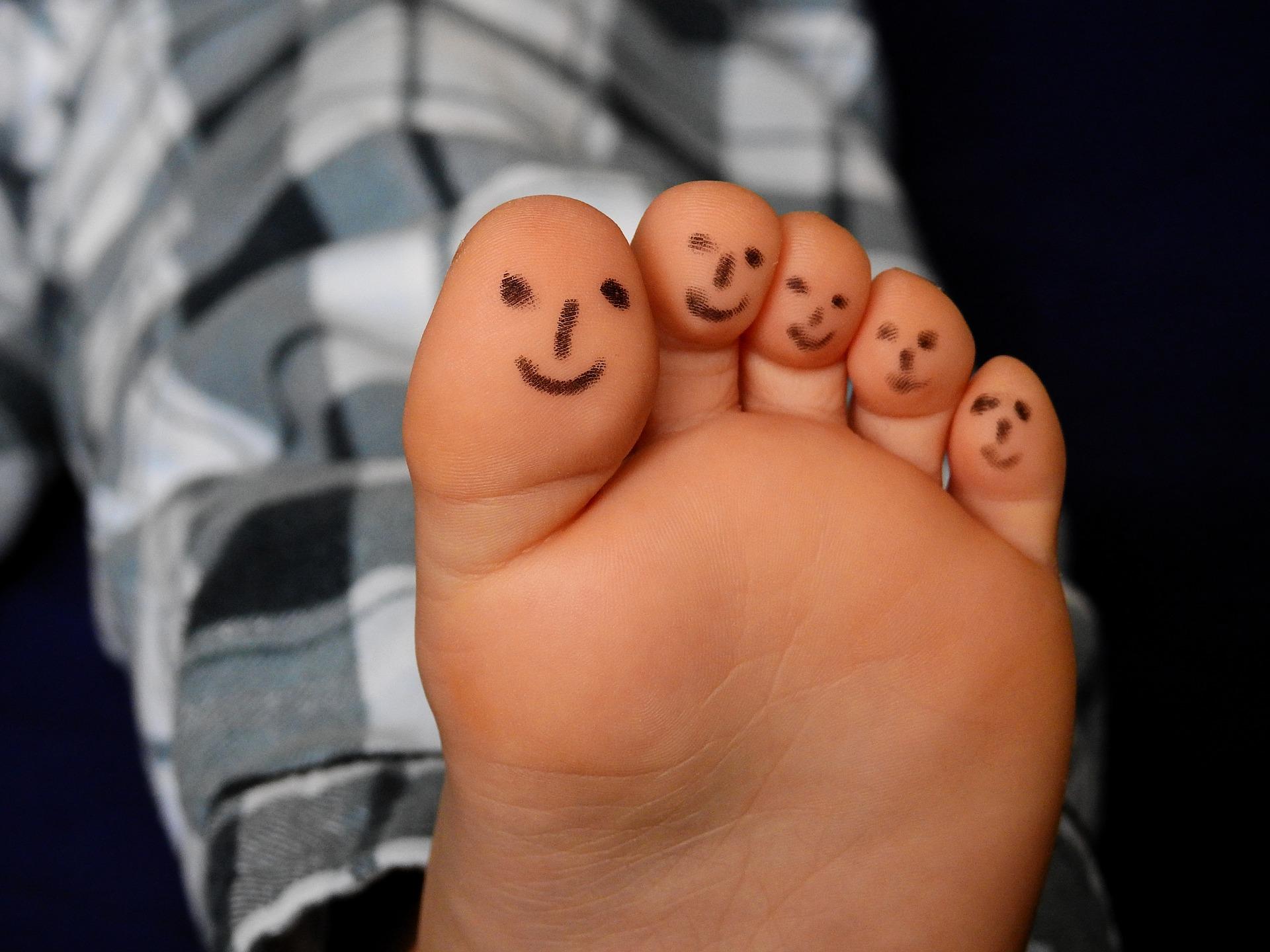 Barefoot smily feet